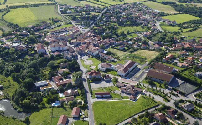 le-centre-du-village-vu-d'avion